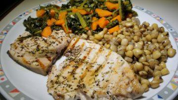 Pesce-spada-con-cicerchie-e-verdure-848x477