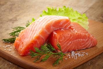 Il salmone, anche crudo, è il pesce che il dottor Mozzi consiglia al gruppo A.