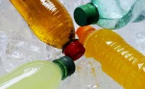 Bevande zuccherate e gassate sconsigliate nella dieta