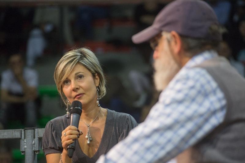 Dorothy con il dottor Mozzi testimonia durante l'evento di Torino del 30 ottobre 2016