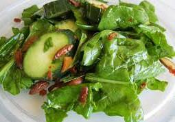 I citrioli e gli spinaci sono alimenti che contengono iodio