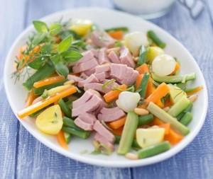 Proteine e verdure sono la base alimentare